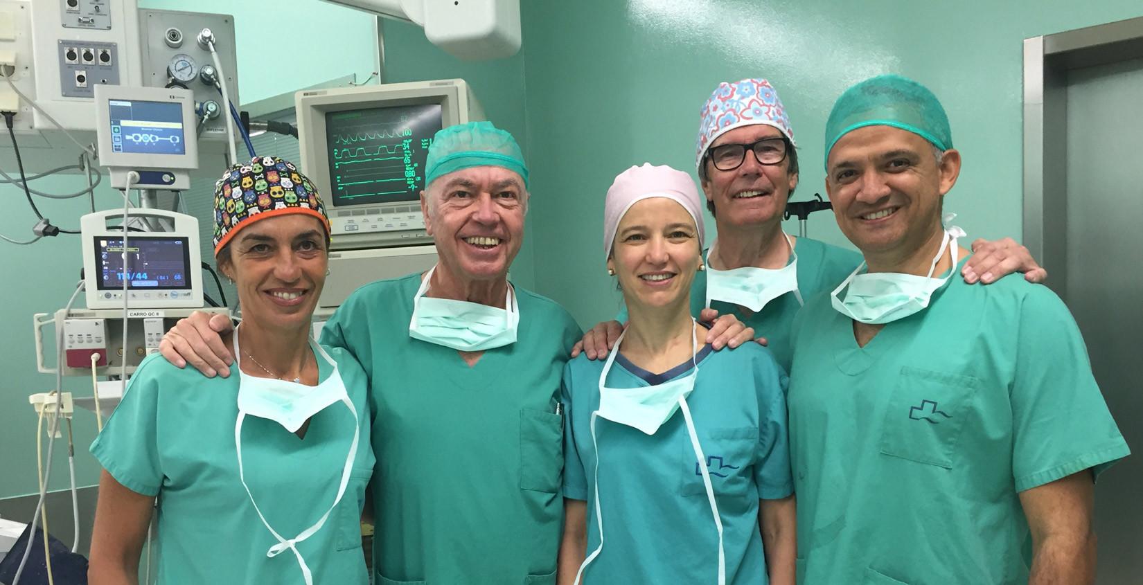 equipo Clínica Ginecológica en quirófano